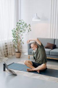 企業ヨガ オンラインか出張 Office Yoga Online